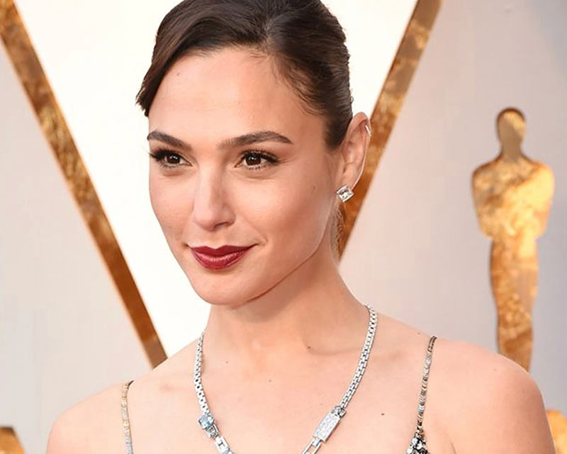 Gal Gadot's wonder necklace becomes talk of the town!
