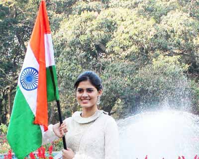 Asha Bhat Miss Supranational 2014 promotes Clean India Mission!