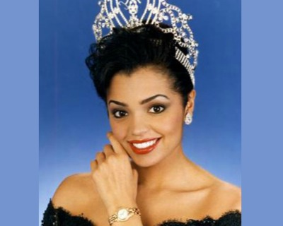 Chelsi Smith loses Miss Universe crown and sash in a robbery