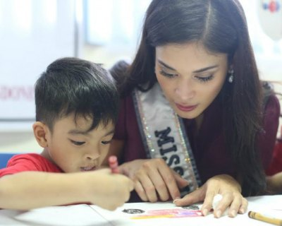 Miss Universe 2016 candidates meet cleft lip and palate patients