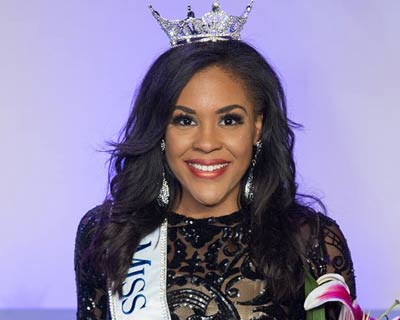 Jennifer Davis crowned as Miss Missouri 2017 for Miss America 2018