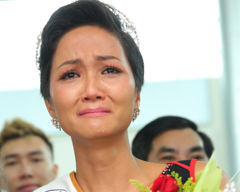 Miss Universe Vietnam 2018 H'Hen Nie bursts into tears on her grand homecoming in Ede