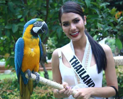 Miss Universe 2016 beauties visit the Baluarte Zoo in Philippines