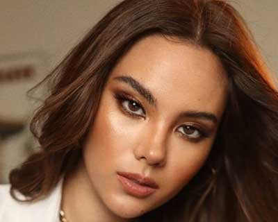 Miss Universe 2018 Catriona Gray returns to Australia as she reunites with her parents