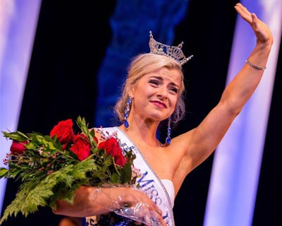 Chelsea Dubczak crowned as Miss Iowa 2017 for Miss America 2018