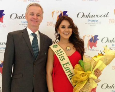Katherine Espin visits Oakwood Premiere Joy in Manila