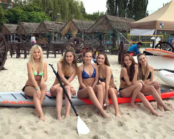 Ceska Miss 2017 Finalists Attended Dragon Boat Festival