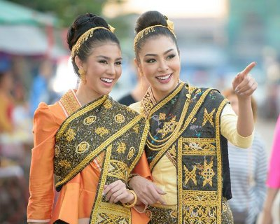 Look what Ariska Putri and Supaporn wore for the Boun That Luang Festival!
