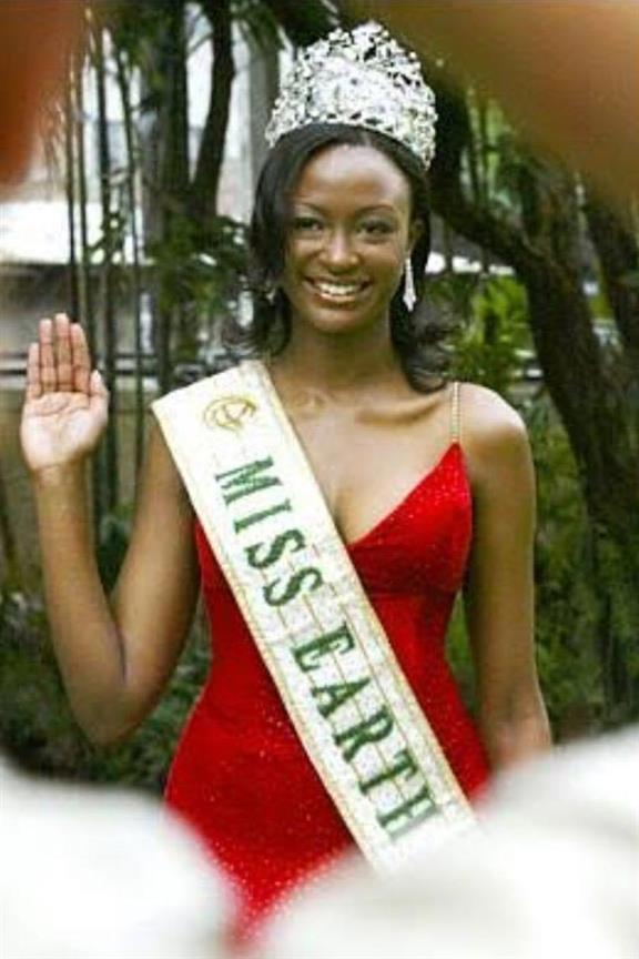 Winfred Adah Omwakwe Miss Earth 2002