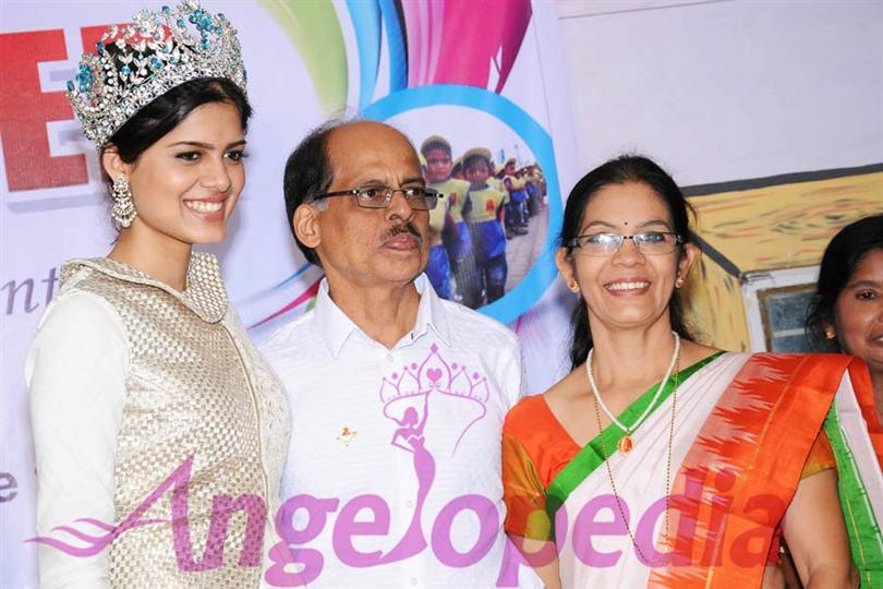 Asha Bhat Miss Supranational 2014 with her parents