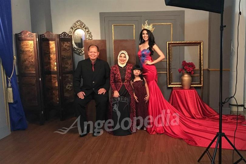 Ariska Putri looks gorgeous with her family in Portrait Photoshoot